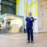 Koronan kirjoa. Sairaanhoitaja Anni Kannon työviikko sisälsi muun muassa uusia kollegoita, varustelaskentaa ja tauotonta koronaviestintää.
