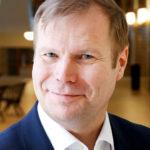 Avoin keskustelu kehittää. Johtamisen ammattilainen, Aalto-yliopiston tutkija Juha Äkräs sanoo, että jos organisaatiossa asioiden ei anneta riidellä, ihmiset alkavat riidellä. Jos taas asioiden sallitaan riidellä, ongelmat voidaan tuoda yhdessä pöytään ja ratkoa.