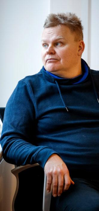 Teollisuus uudisti reippaammin. Paperiliiton vastaava työehtosihteeri Markku Häyrynen kertoo, että vanhat, teollisen ajan organisaatiomallit alkavat teollisuudessa olla jo poistuvaa perinettä. Työntekijät päättävät jo hyvinkin itsenäisesti työn organisointiin liittyvistä asioista.